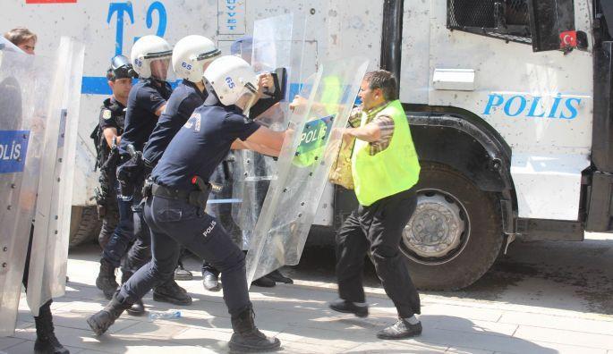 Polis saldırısına uğrayan İŞKUR işçileri serbest