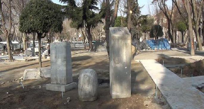 Saraçhane\'deki heykeller yerine konuluyor