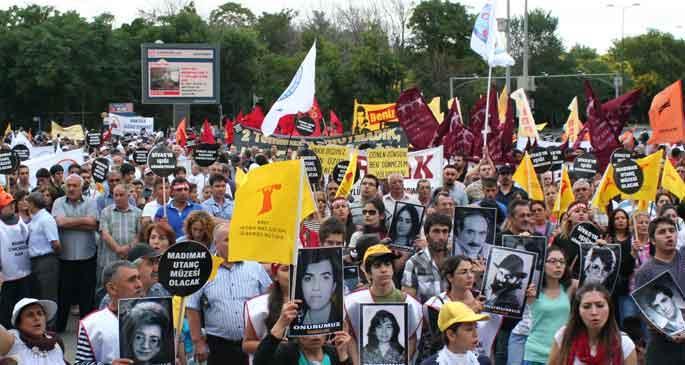 Sivas Katliamı sanıkları memur yürüyüşünde arandı