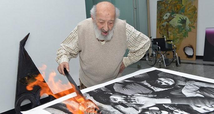 Sivas protestosu için eserlerini yaktılar