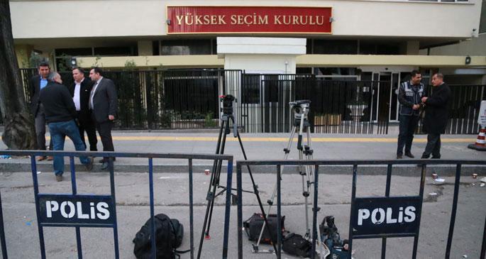 'Siyasi iktidar, YSK'yı kuşatmış durumda'