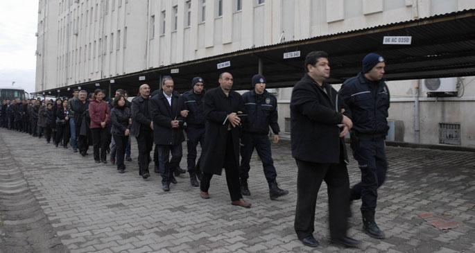 Tahliyesi reddedilen 92 Kürt siyasetçi AYM\'ye başvurdu