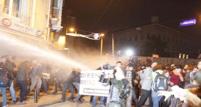 Taksim\'de polis ODTÜ eylemine saldırdı