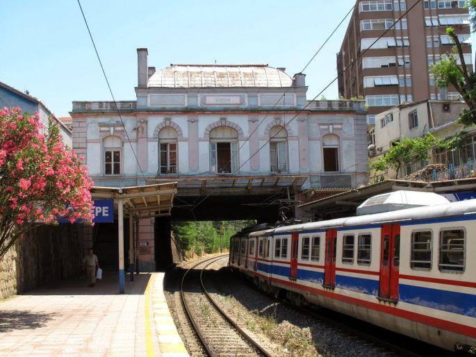 \'Tarihi istasyon Marmaray'a kurban gitmesin\'