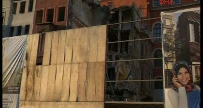 Tarlabaşı\'nda bina çöktü: Anne ve kızı yaralandı