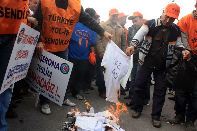Taşeron kara yolu işçileri direnişte