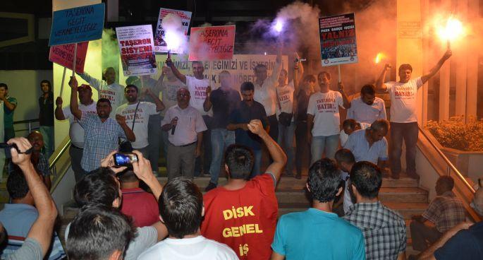 Taşerona karşı belediye önünde nöbete başladılar