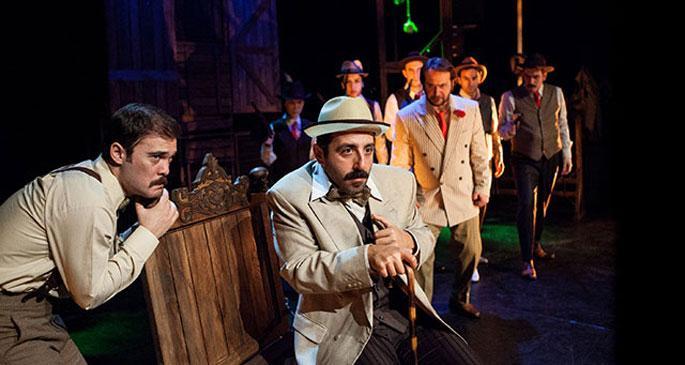 Tiyatroadam Brecht ile sahnede