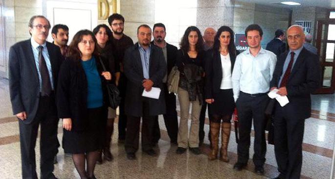 \'Tutuklu avukatlara özgürlük\' diyen avukatların 3 yıl hapsi isteniyor