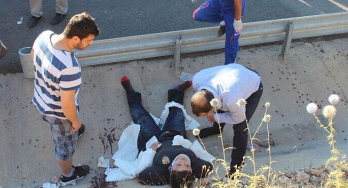 Üniversite öğrencilerini taşıyan midibüs devrildi: 30 yaralı
