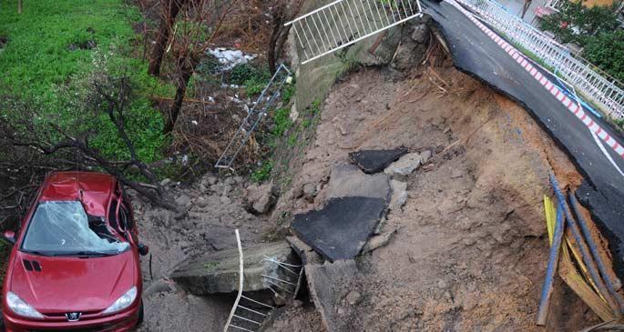Yağmur nedeniyle yol göçtü