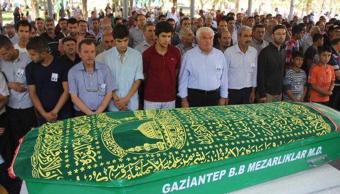 Yoldaşları Recep Kar\'ı İlhan ile Mehmet Ali\'nin yanına uğurladı