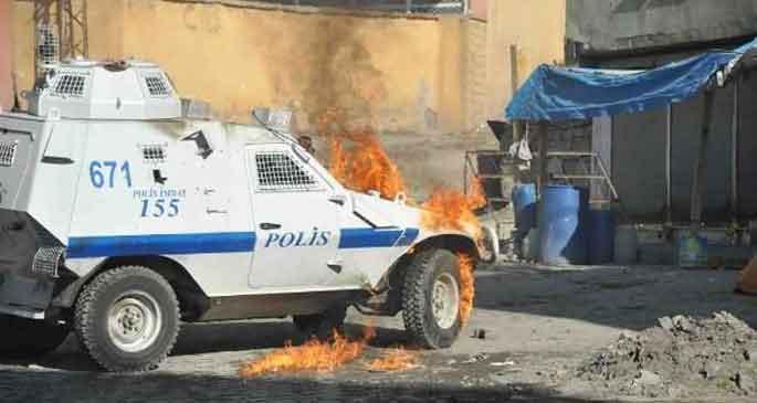Yüksekova\'da \'utanç duvarı\' eylemine polis saldırısı