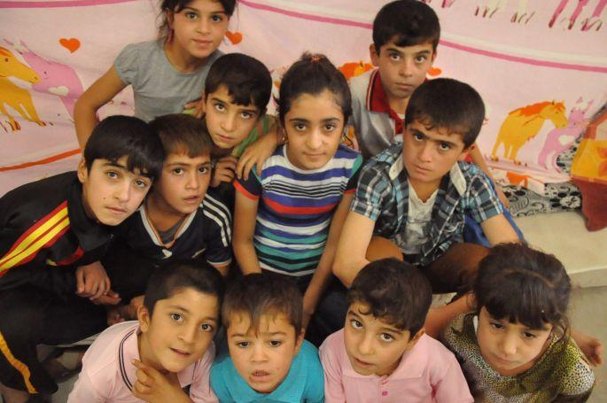 Êzidi çocuklar anlattı: Bir sürü çocuk açlıktan öldü!