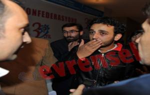 Başbakan'ı eleştiren ödüllü yönetmen darp edildi