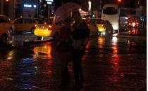 İstanbul'da yağış başladı, fırtına uyarısı var