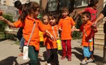 Kürtçe eğitim verecek okula öğrencilerden önce polis koştu!