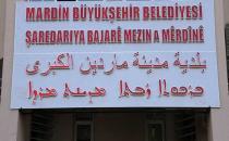 Mardin'de ilk kez 4 dilli tabela asıldı