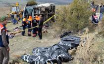 Öğrencileri taşıyan midibüs devrildi: 8 ölü