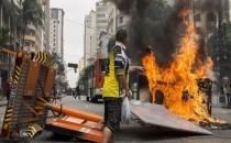 Terk edilmiş otelde yaşayan 200 aileye polis saldırısı