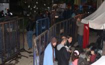 Validebağ'da polise demir bariyer takviyesi
