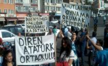 Veliler ve öğrenciler okulları için eylemde
