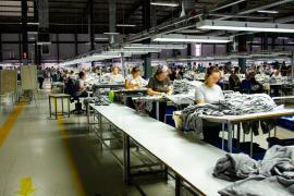 """Tekstil işçisi: """"Bugün yan yana gelemezsek yarın daha kolay işsiz bırakılırız"""""""