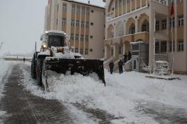 Van, Hakkari ve Bitlis'te kar yolları kapattı