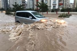 Yurt genelinde fırtına bilançosu: Mersin'de 2 kişi yaşamını yitirdi