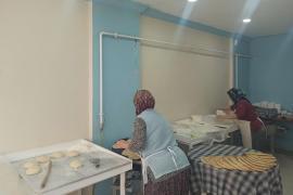 Elazığ'da birçok işçi hasarlı binalarda çalışmak zorunda kalıyor