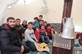 Elazığ depreminden sonra çadırda kalan aile: Depremde ölmedik,soba bizi zehirleyecek