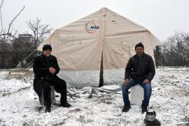 Deprem bölgesini kar vurdu: Kış bastırdı, çadır değil konteyner gerekli
