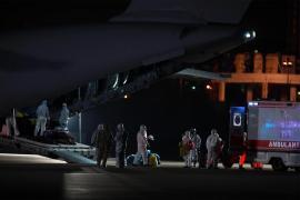 Çin'den tahliye edilen 42 kişi Ankara'ya geldi