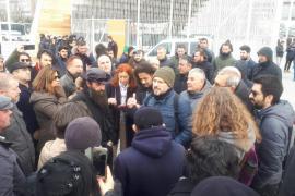 Taksim'de Kanal İstanbul forumu yapmak isteyenler ve gazeteciler engellendi