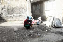 Önlem alamadan çöp toplayan Ahmed: Sağlığıma zararlı ama nereden ekmek bulayım?