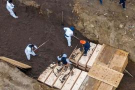 ABD'de koronavirüsten ölen kimsesizler toplu mezarlara gömülüyor