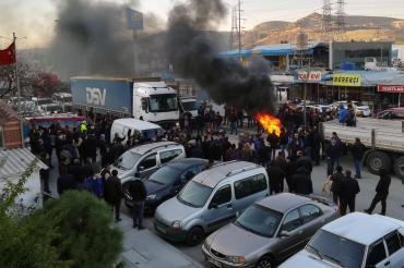 İzmir'de nakliyecilerin dijital takograf eylemleri sürüyor