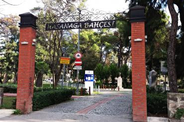 İzmir Hasan Ağa Bahçesi'nde kuruyan ağaçlar halkı endişelendiriyor