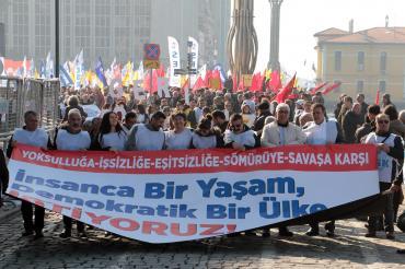 KESK İzmir'de miting düzenledi: Herkese güvenceli iş ve güvenli bir gelecek
