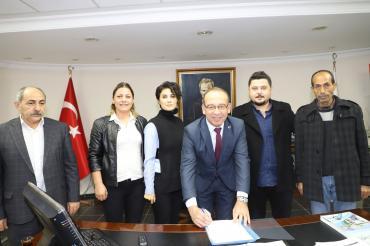 Turgutlu Belediyesi işçileri: Örnek bir sözleşmeye imza attık