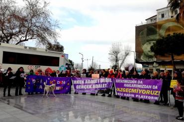 Dikili'de kadınlar Leyla'nın şiddete maruz bırakılmasını protesto etti