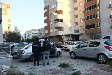 İzmir'de eski sevgilisini silahla saldırarak ağır yaralayan fail gözaltına alındı