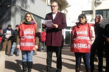 Bergama Belediyesi'nde işten çıkarılan üç kadın işçi direnişe başladı