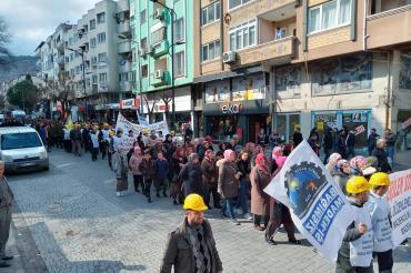 Tazminatlarını isteyen Somalı maden işçilerinden eylem: Tek kuruşumuzu bırakmayacağız
