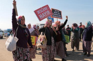 Köylüler JES'çilerin tel örgülerini söküp attı: Tesis sökülene kadar mücadeleye devam