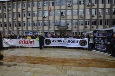 Barolar Adalet Nöbeti'ni Aydın'da tuttu: Çevre için nöbetteyiz