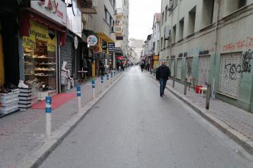 İzmir Alsancak Bornova Sokağı araç trafiğine kapatılıyor mu?