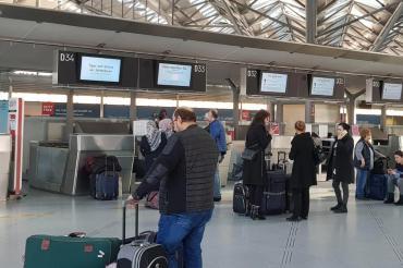 Denizli havalimanında güvenlik görevlisinin koronavirüs testi pozitif çıktı
