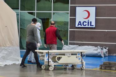 İzmir Tabip Odası: İzmir'de koronavirüs hasta sayısı 700, etkilenen sağlıkçı 75