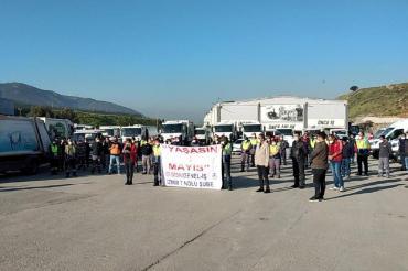 Bornova Belediyesi temizlik işçileri şantiyelerinde 1 Mayıs'ı kutladı